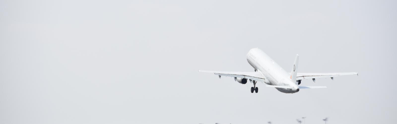 vertrekkend vliegtuig