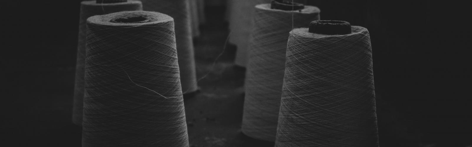 textielklossen in het donker