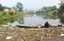plastic afval in de Citarumrivier