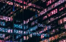 kantoorgebouw bij nacht