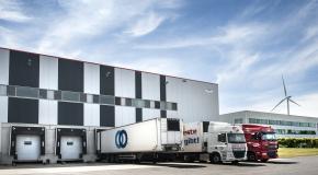 Vrachtwagens aan depot