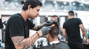 bij de kapper